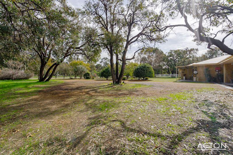 4 Summerhill Drive, Stake Hill WA 6181, Image 2