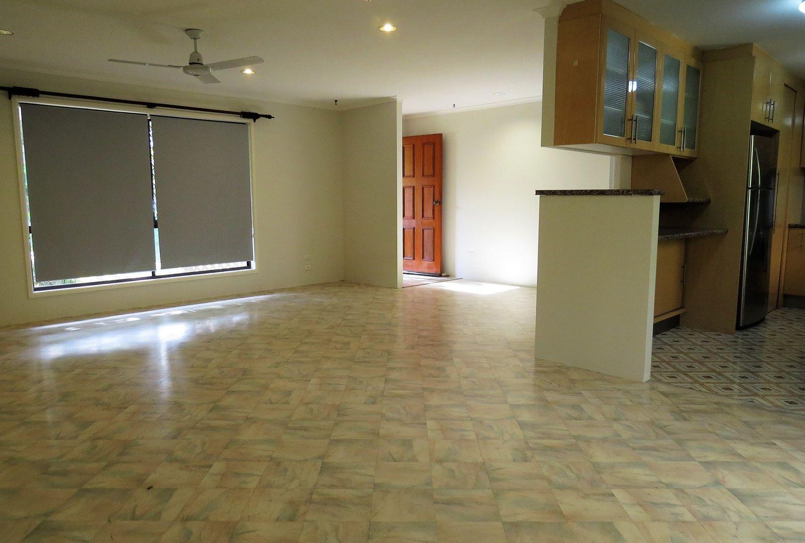 27 Hodgens Street, Caloundra QLD 4551, Image 2
