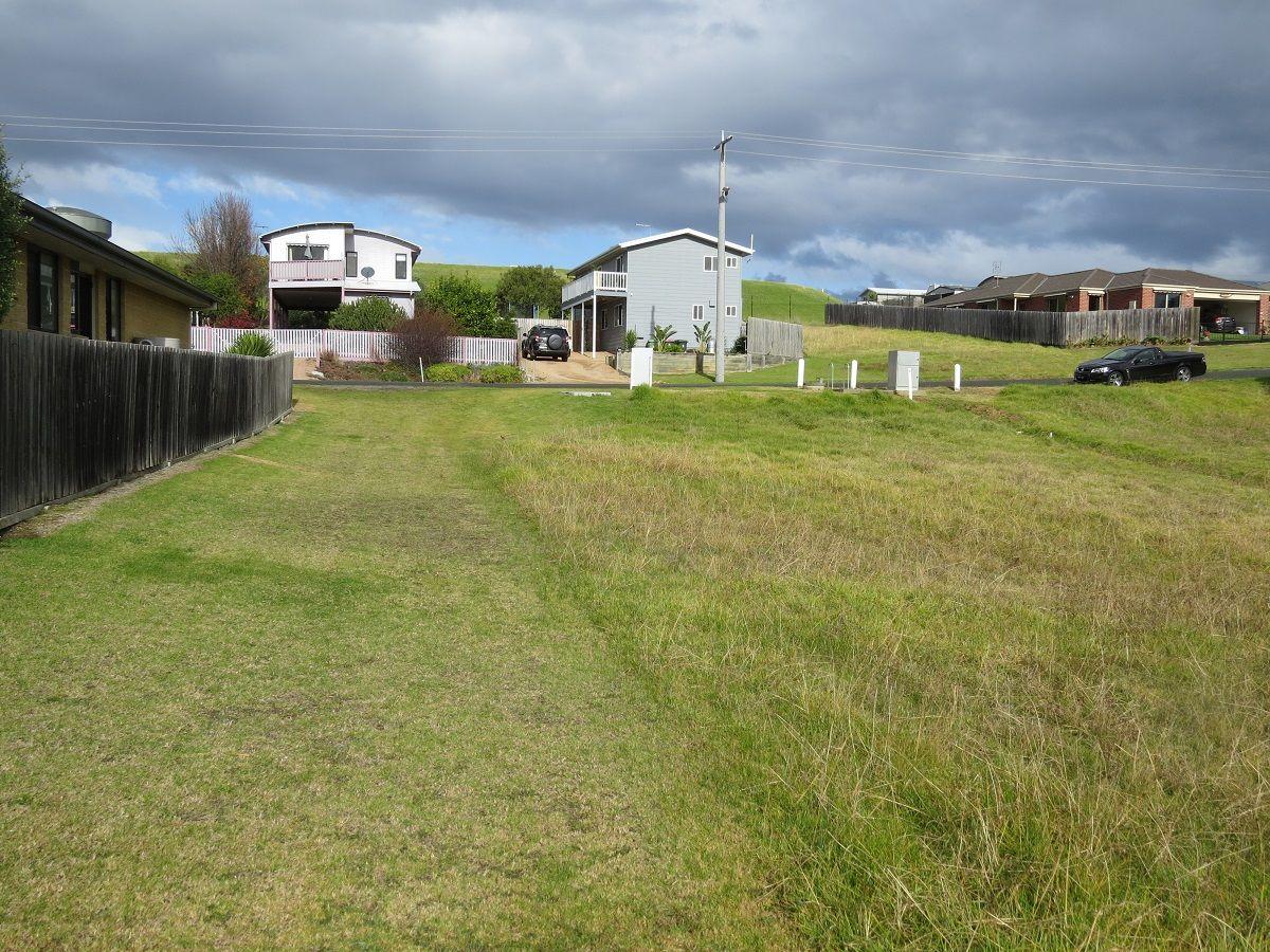33 Albatross Road, Kalimna VIC 3909, Image 2