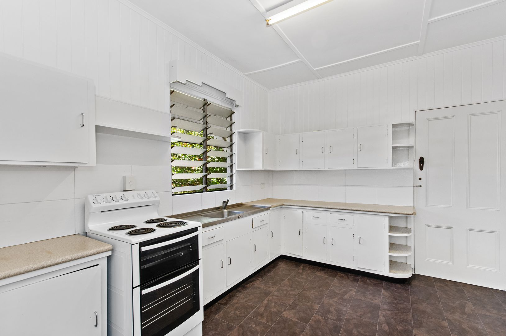 302 Stanley Street, North Ward QLD 4810, Image 2