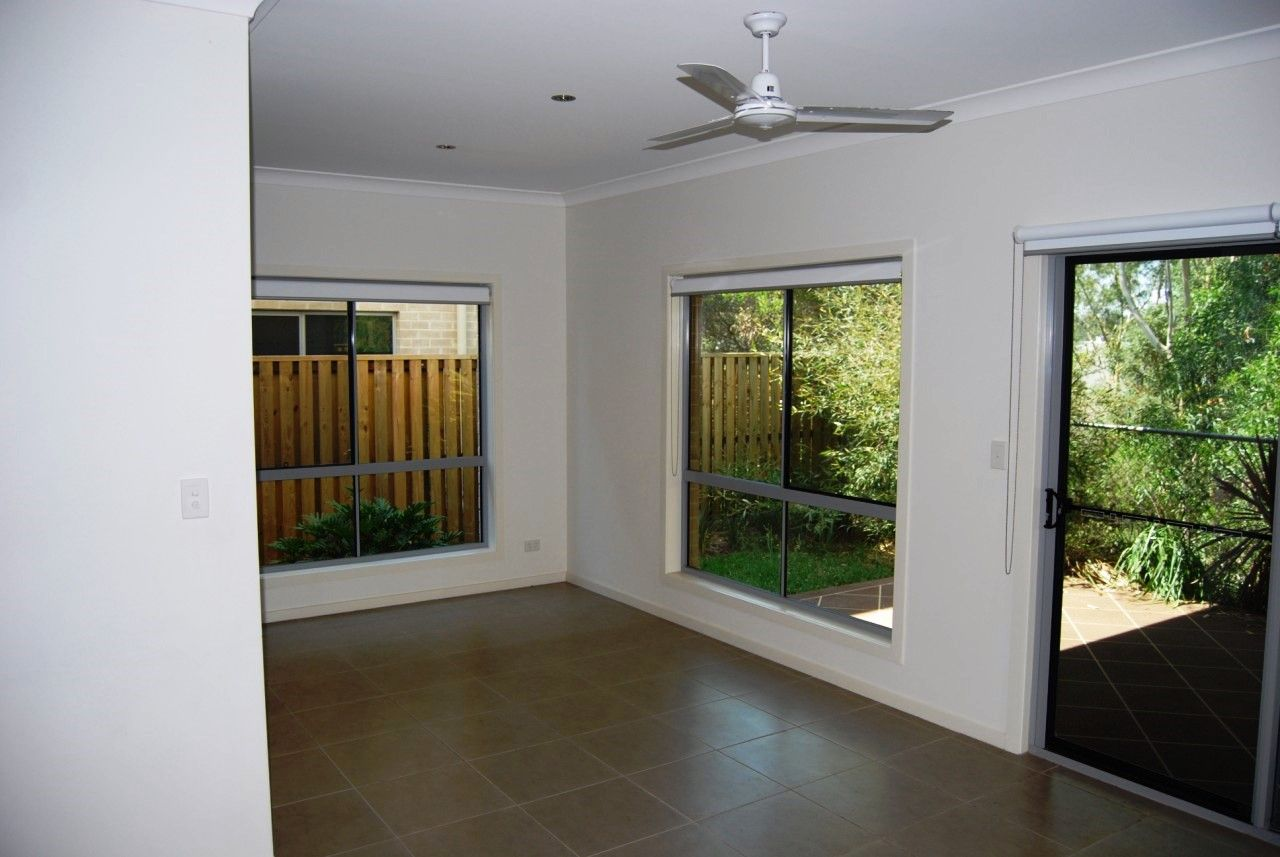 4/16-18 Geoff Wolter Drive West, Molendinar QLD 4214, Image 2