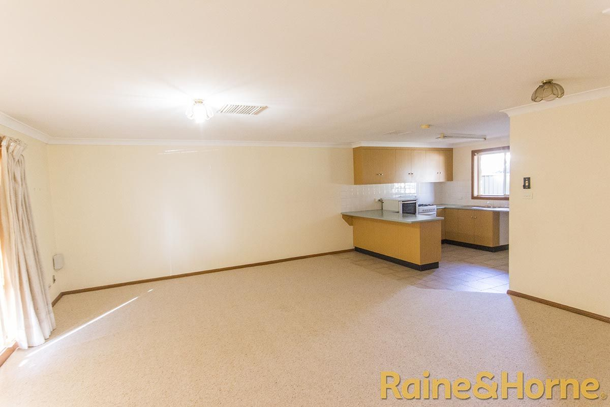 58A Oxley Circle, Dubbo NSW 2830, Image 2