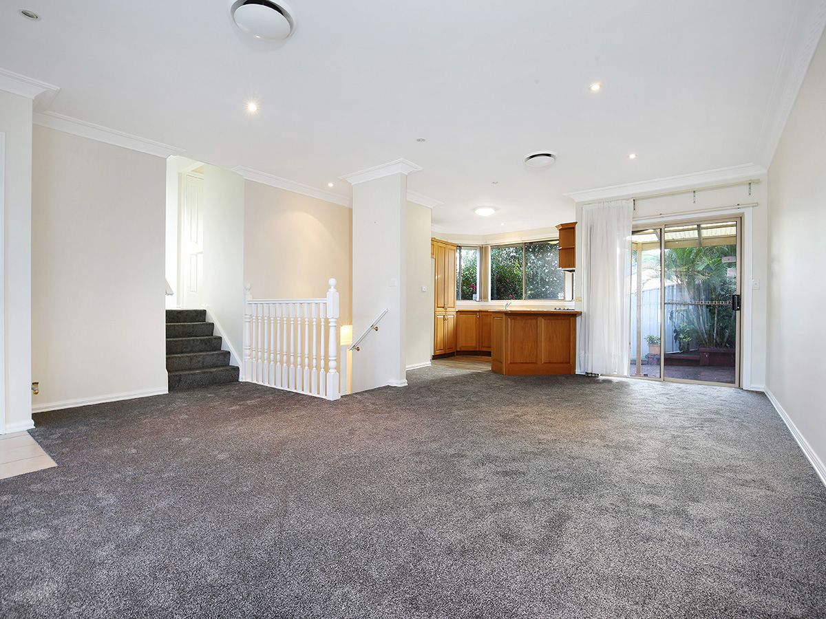 1/2 Sampson Place, Figtree NSW 2525, Image 2