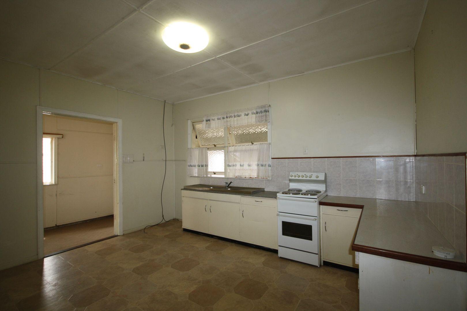 34 Mouatt Street, Monto QLD 4630, Image 2