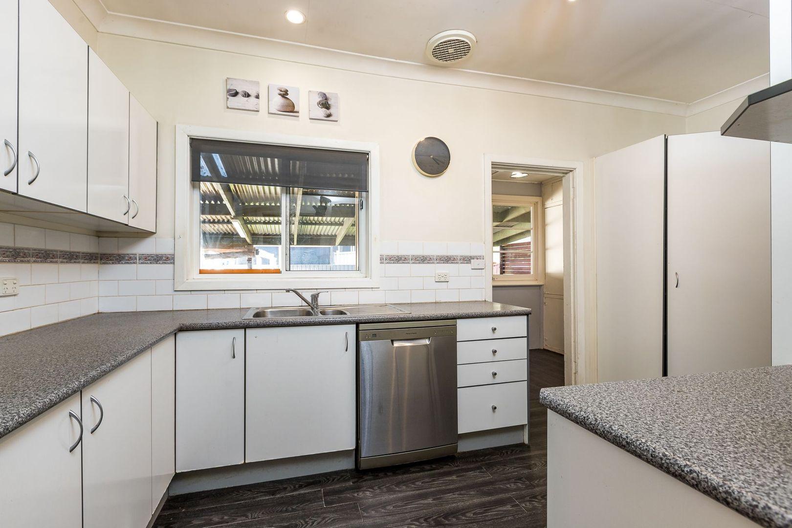27 Kelso Street, Singleton NSW 2330, Image 2