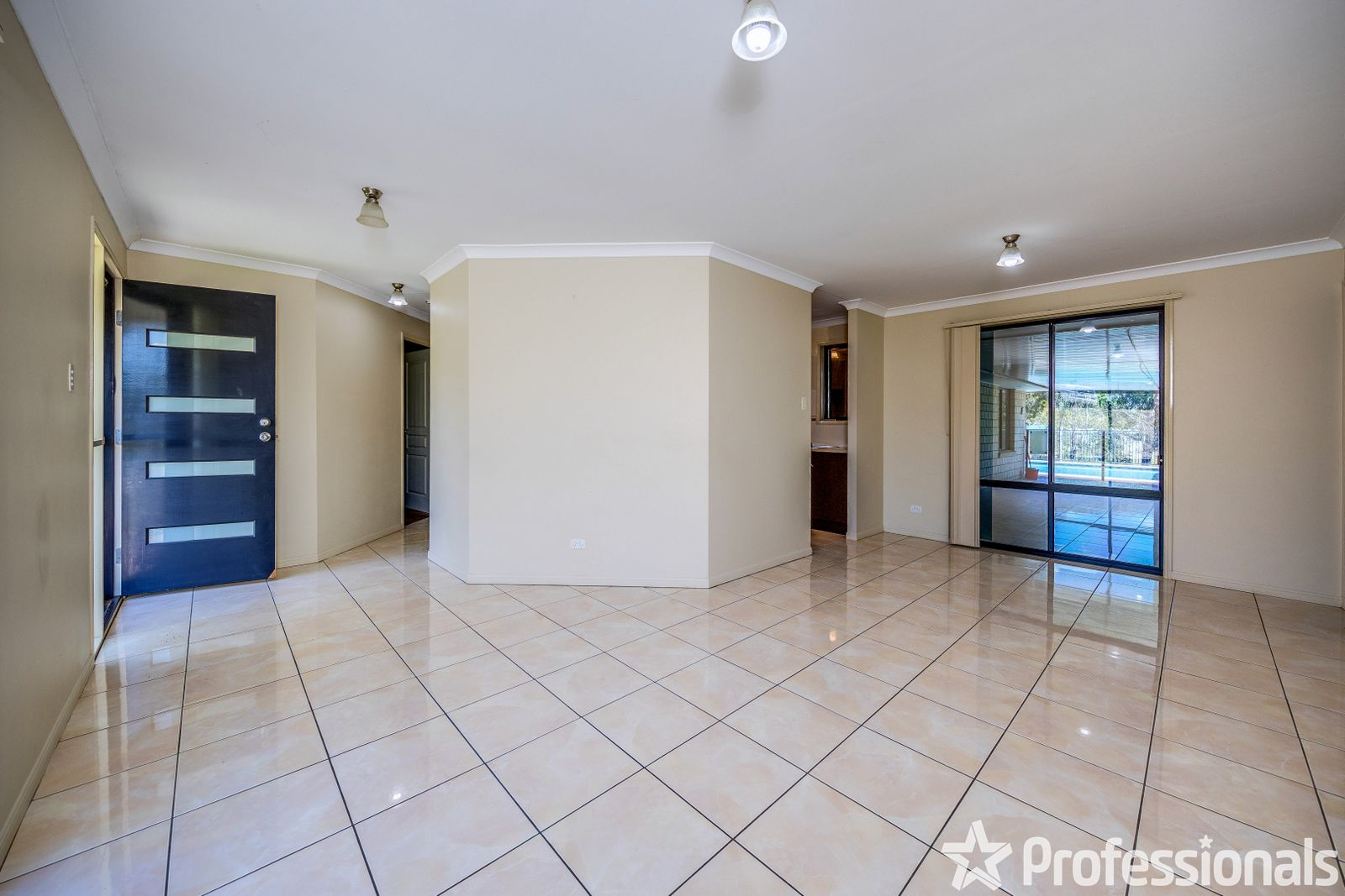 9-11 Corona Court, Gleneagle QLD 4285, Image 2