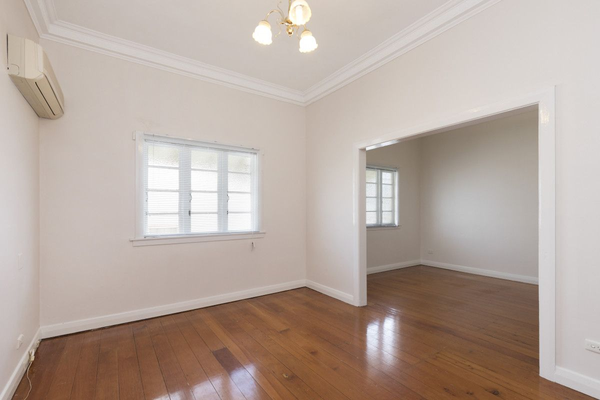 15 Pine Street, Wynnum QLD 4178, Image 2