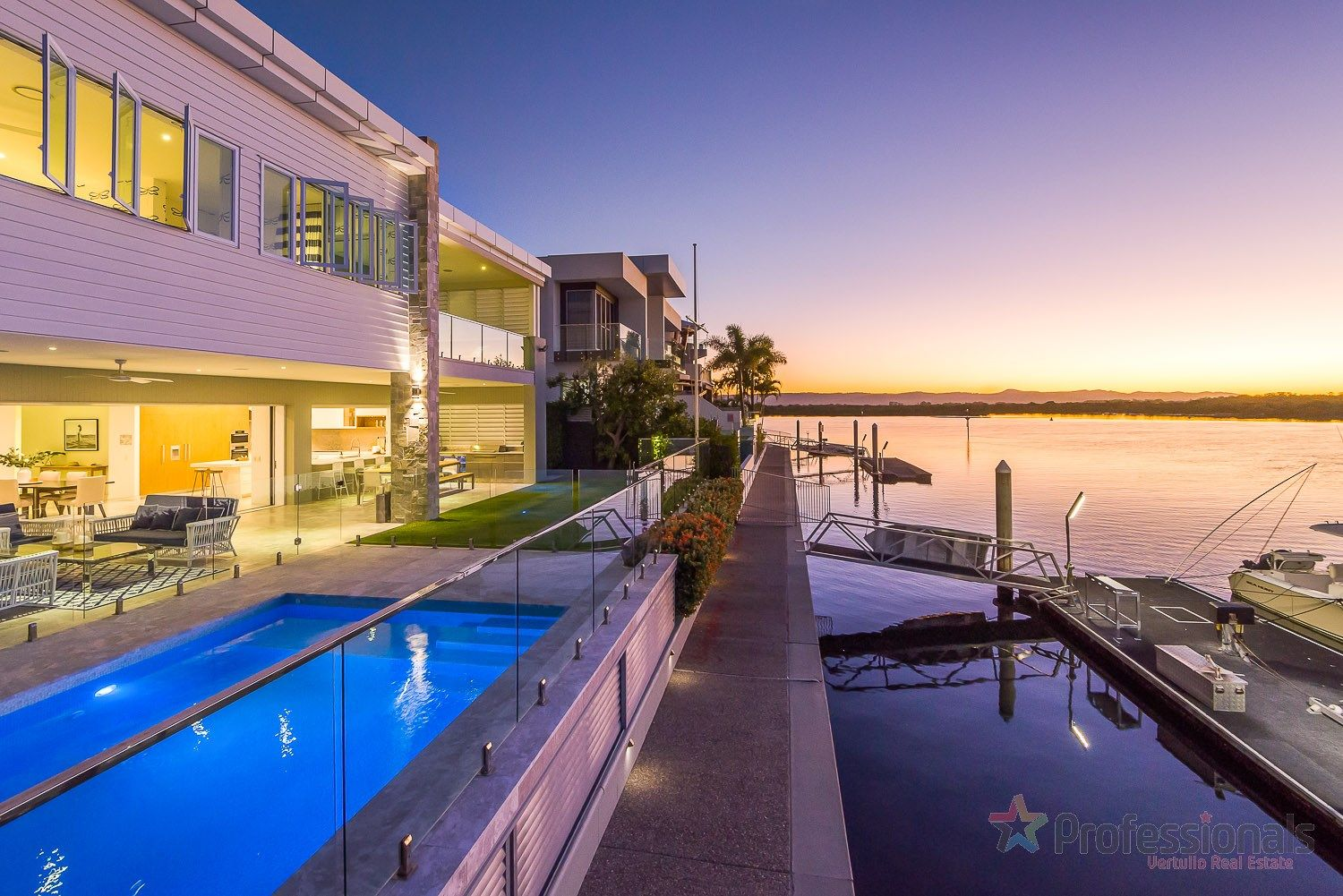 39 Knightsbridge Parade West, Sovereign Islands QLD 4216, Image 0