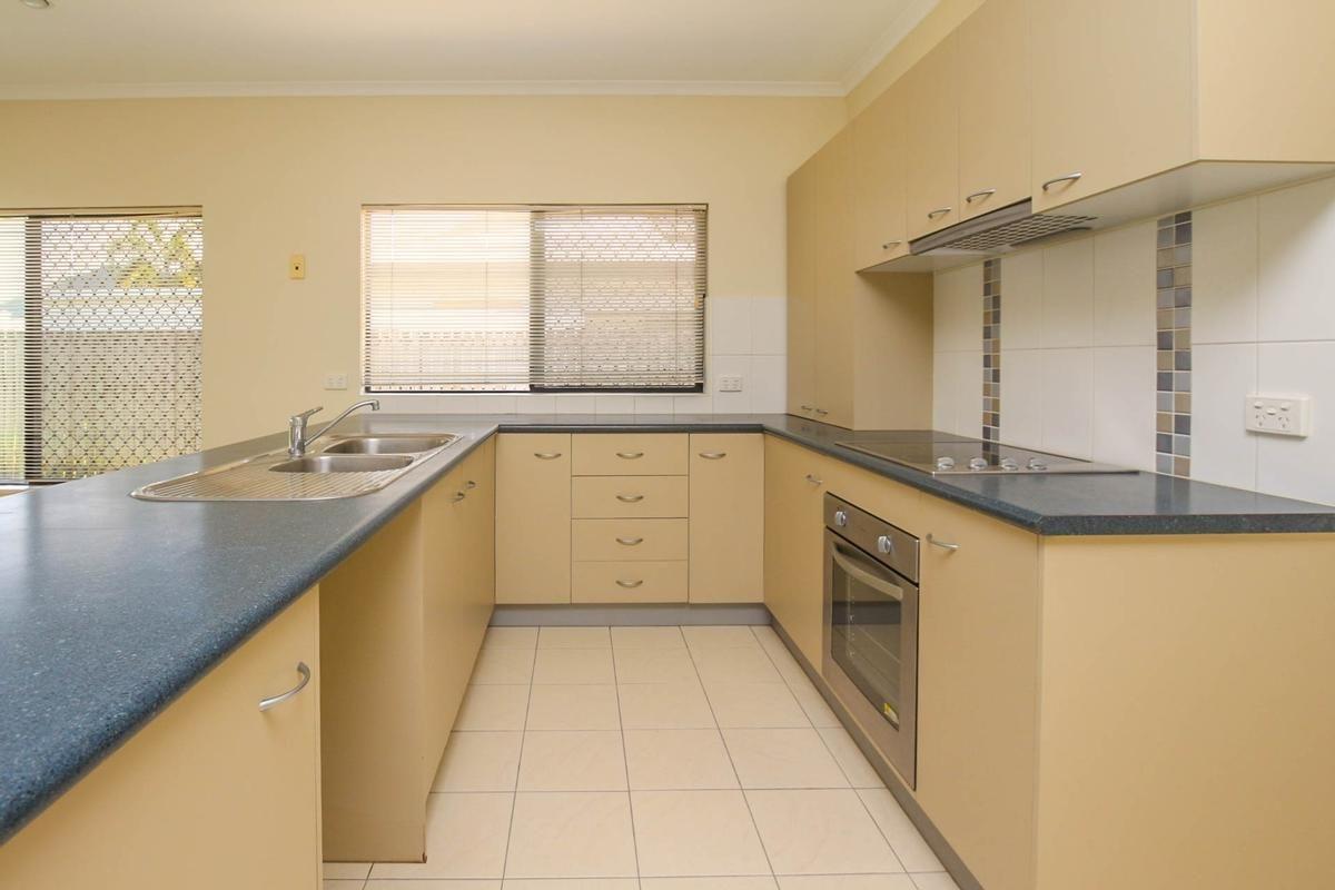 185 Timberlea Drive, Bentley Park QLD 4869, Image 2