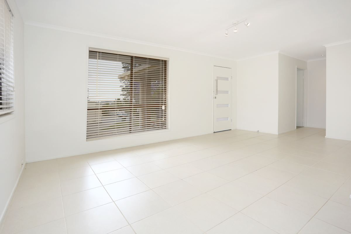8 Solomon Court, Carrara QLD 4211, Image 2