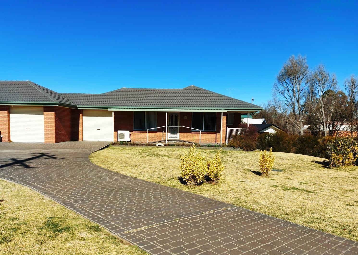 2/16A Hill Street, Uralla NSW 2358, Image 0