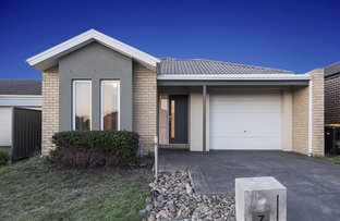 Picture of 7 Bovard Close, Caroline Springs VIC 3023