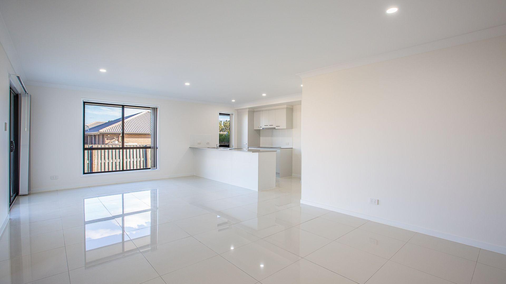 1/19 Bassett Lane, Rosewood QLD 4340, Image 2