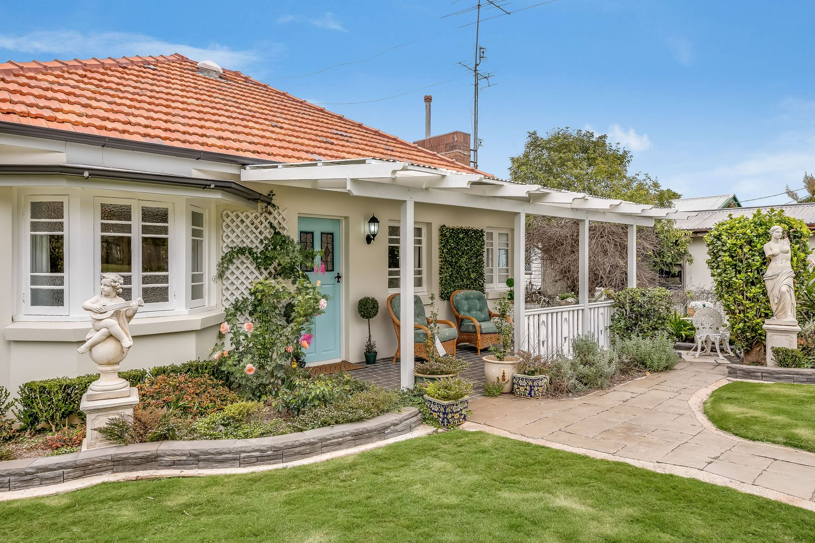 16 Rhyde Street, Mount Lofty QLD 4350, Image 2