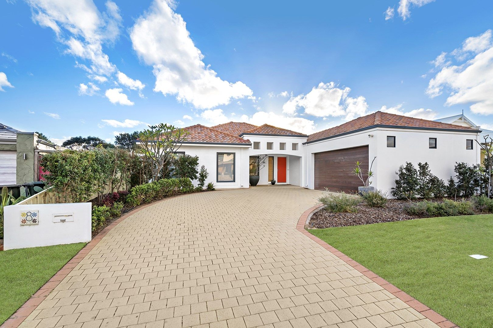 8 St Georges Close, Bluff Point WA 6530, Image 1