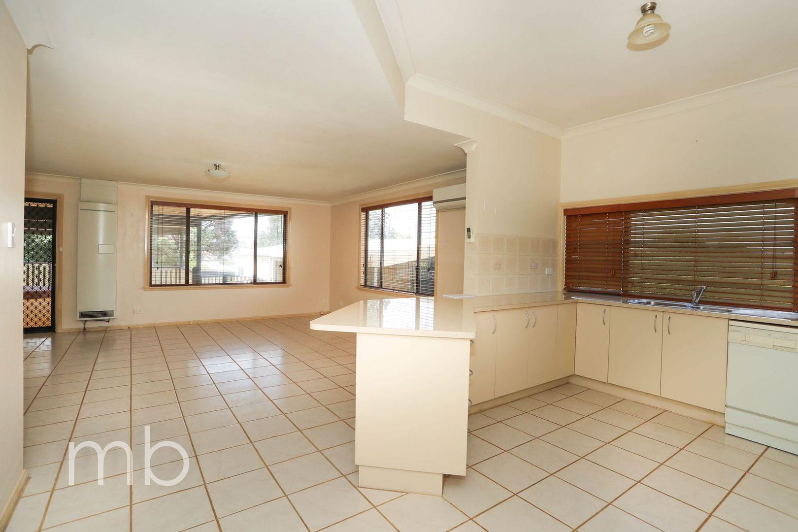 37 Plumb Street, Blayney NSW 2799, Image 2
