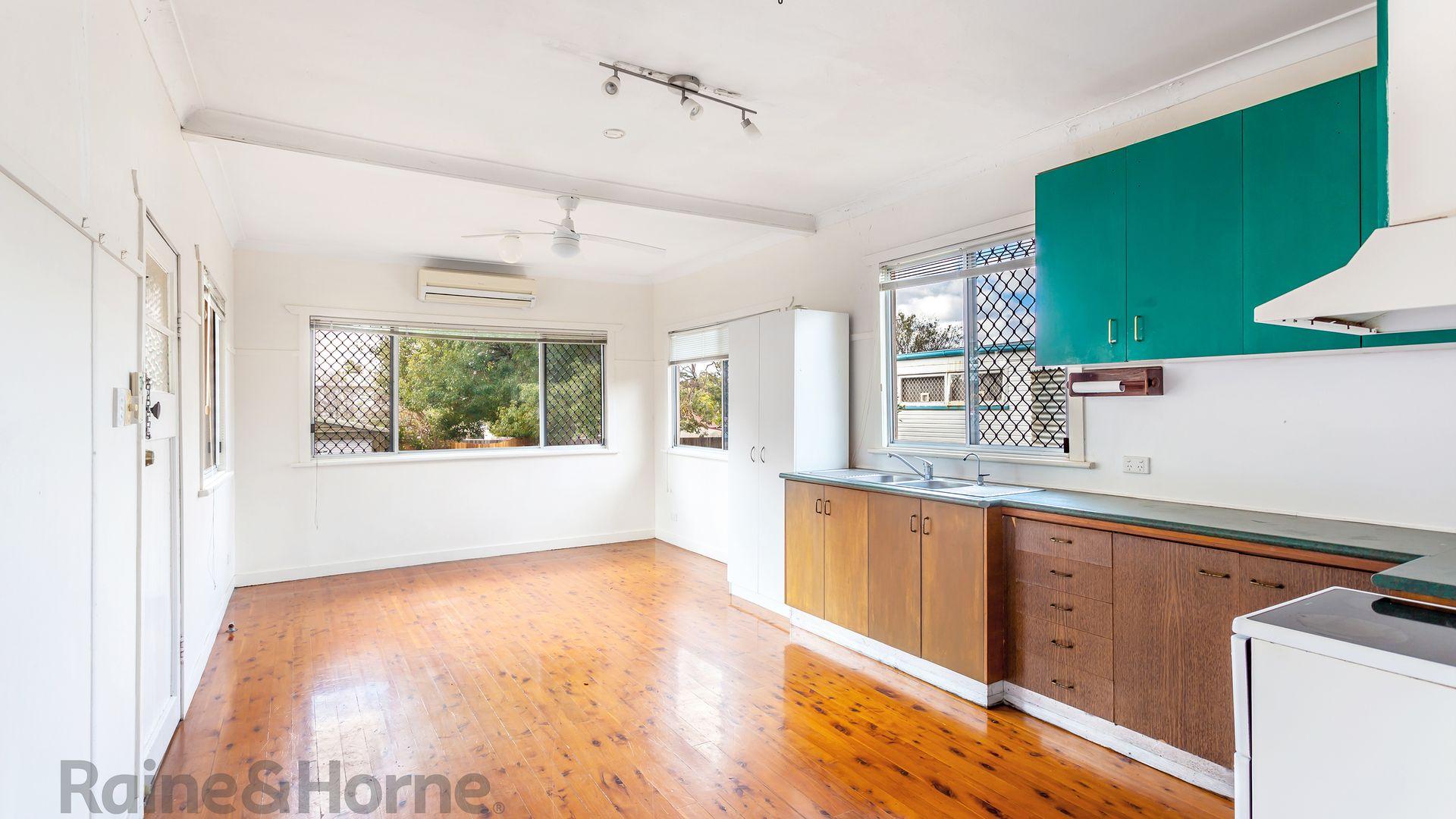 11 Pottinger Street, Newtown QLD 4350, Image 1