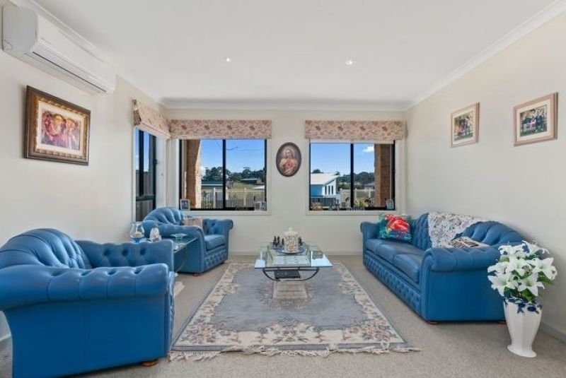 22 Sea-Lakes Close, Lakes Entrance VIC 3909, Image 2