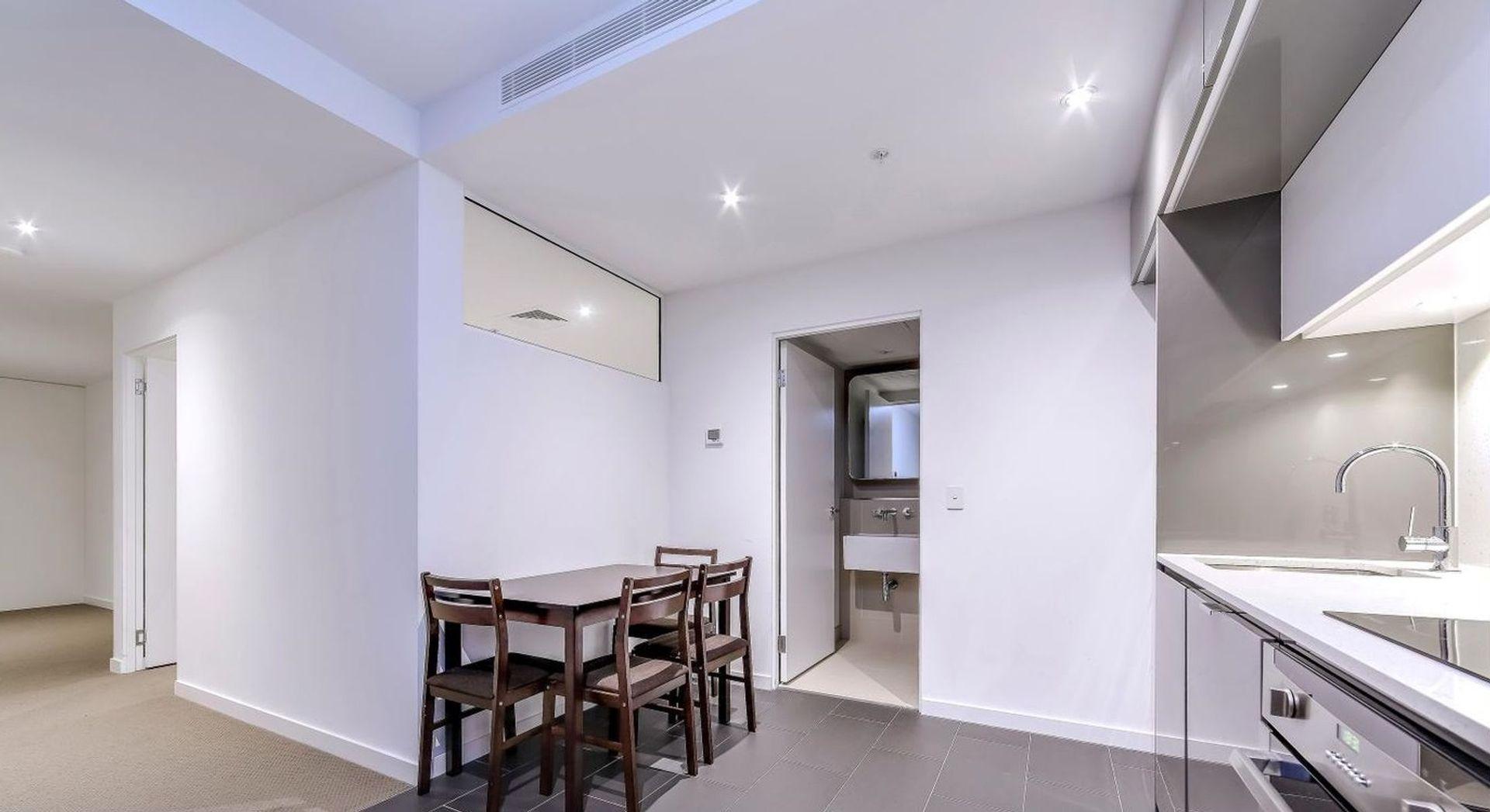 3018/555 Swanston Street, Melbourne VIC 3000, Image 2