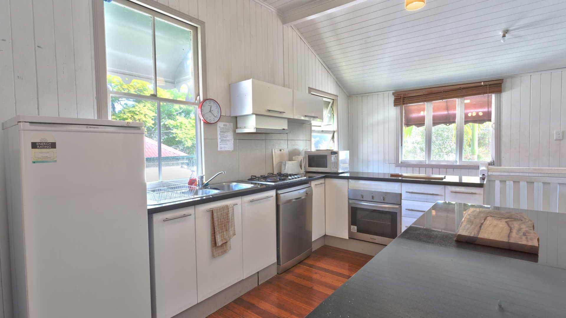 30 Flower Street, Woolloongabba QLD 4102, Image 2
