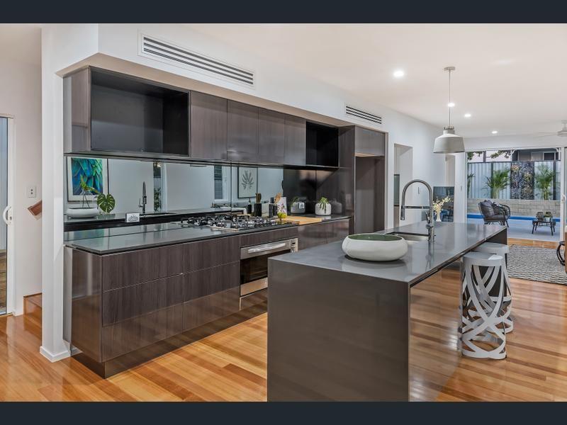 16 Oxley Terrace, Corinda QLD 4075, Image 0