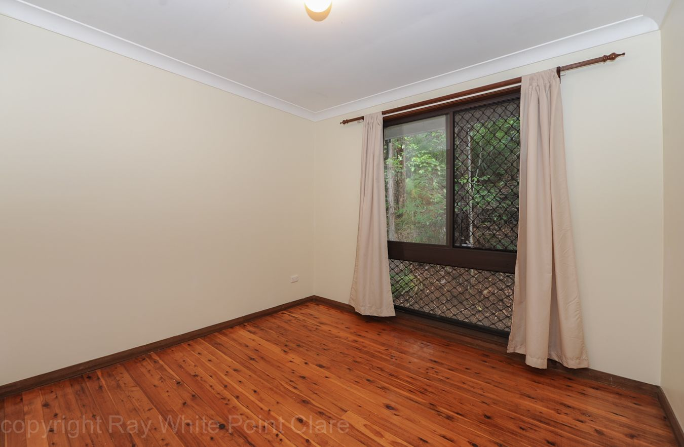 8 Coral Tree Place, Point Clare NSW 2250, Image 2