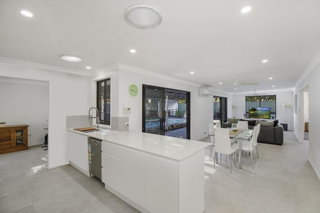 Picture of 8 Admiralty Place, UMINA BEACH NSW 2257
