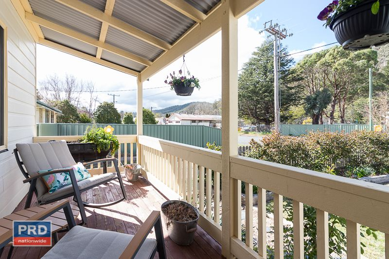 37 Foxlow Street, Captains Flat NSW 2623, Image 2