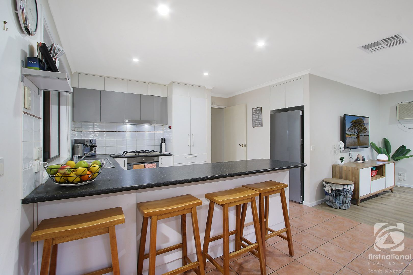 4 Bower  Place, Wodonga VIC 3690, Image 2