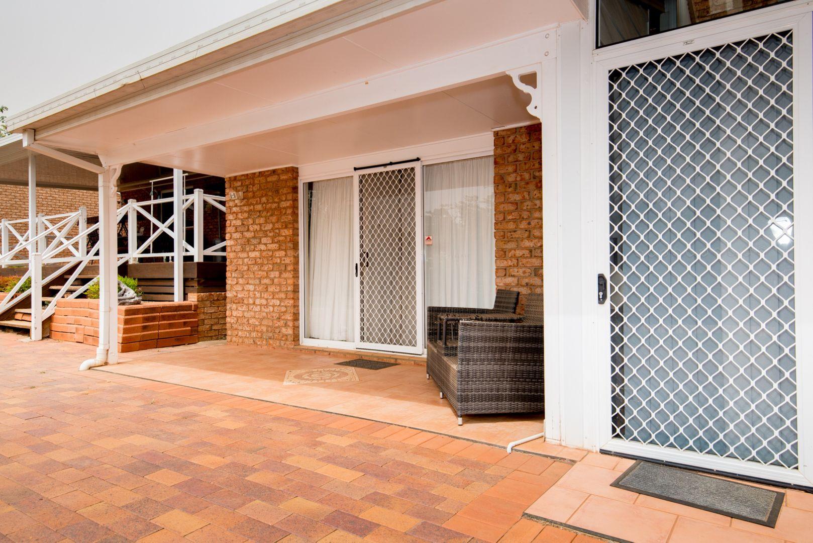 8 Pine Knoll Drive, Dubbo NSW 2830, Image 2
