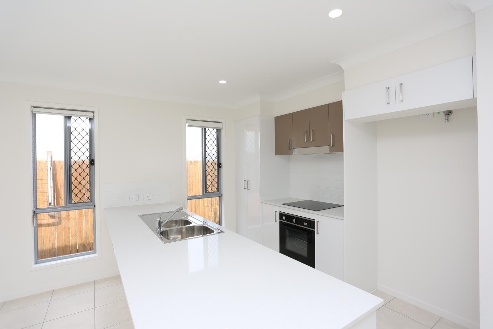 2/6 Isla Street, Park Ridge QLD 4125, Image 1