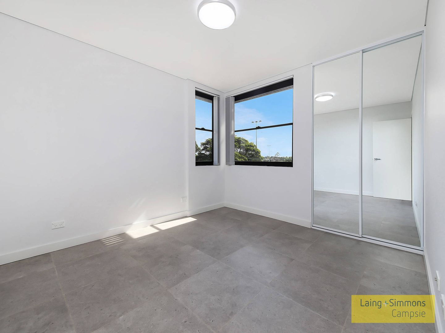 8/2a Thorncraft Parade, Campsie NSW 2194, Image 2