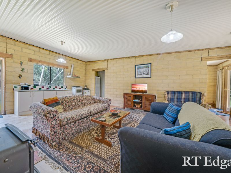 509 Burke & Wills Track, Lancefield VIC 3435, Image 2