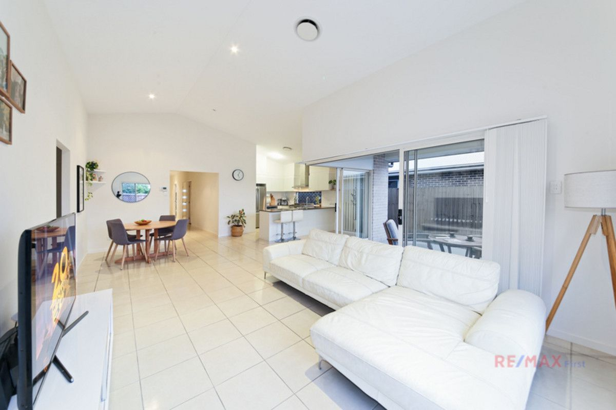 32 Apple Crescent, Caloundra West QLD 4551, Image 1