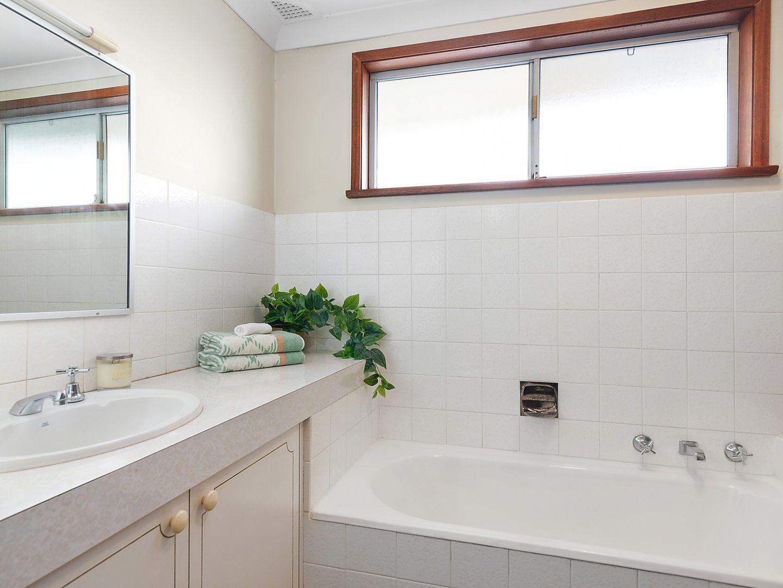 7 Tallowwood Avenue, Lugarno NSW 2210, Image 2