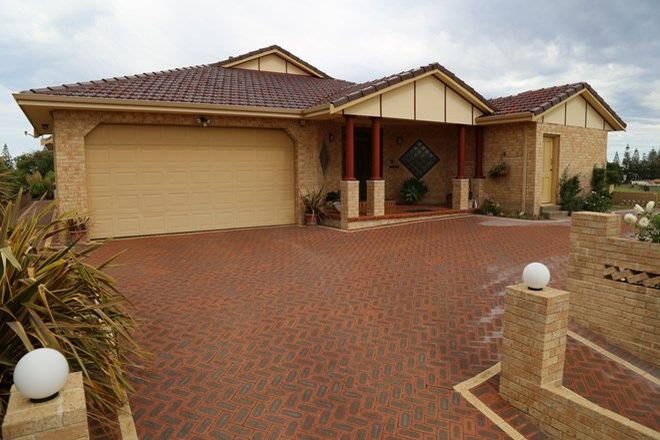 Picture of 10 Baseden Street, CASTLETOWN WA 6450