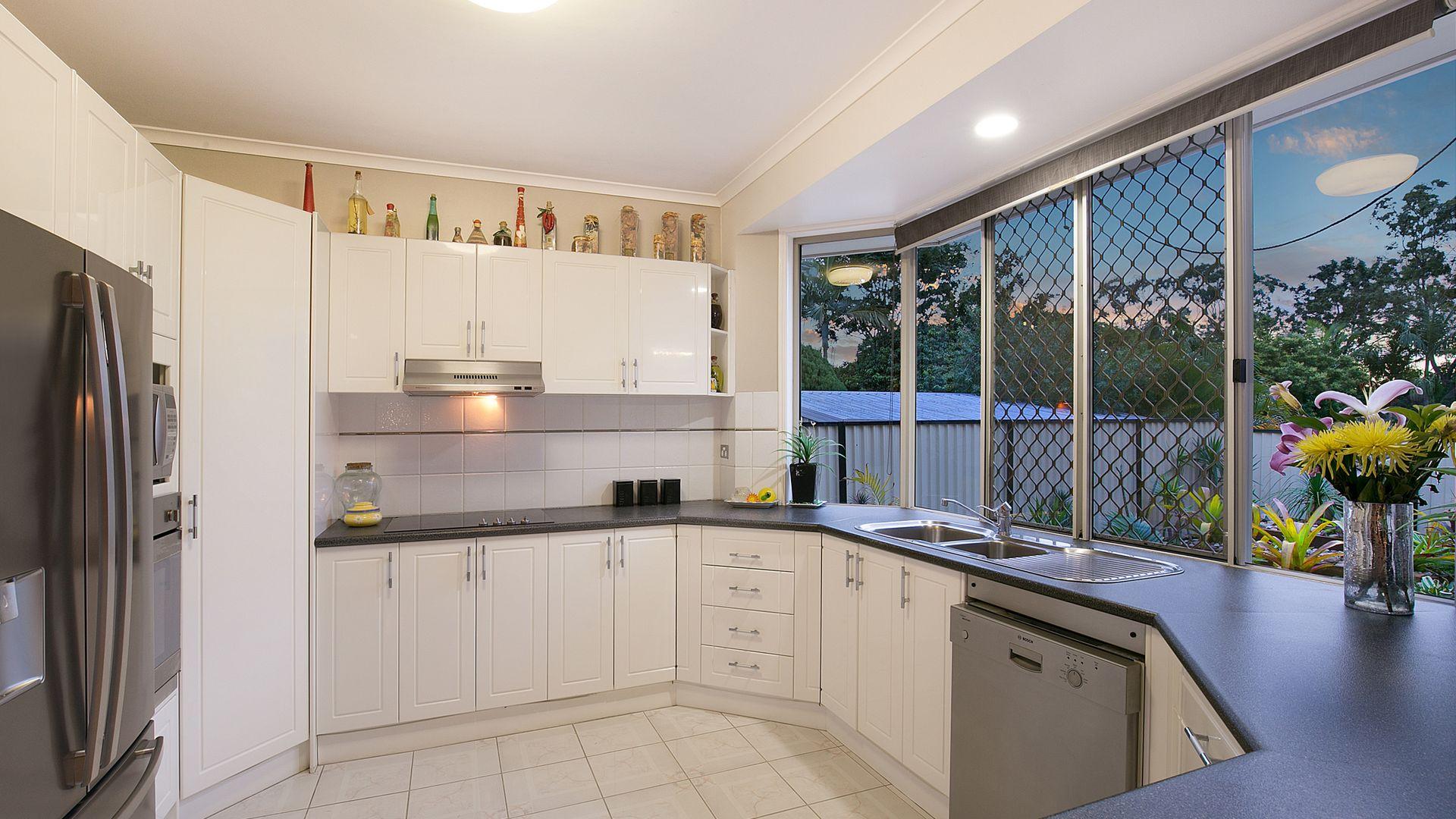 26 Cowra Street, Tanah Merah QLD 4128, Image 2