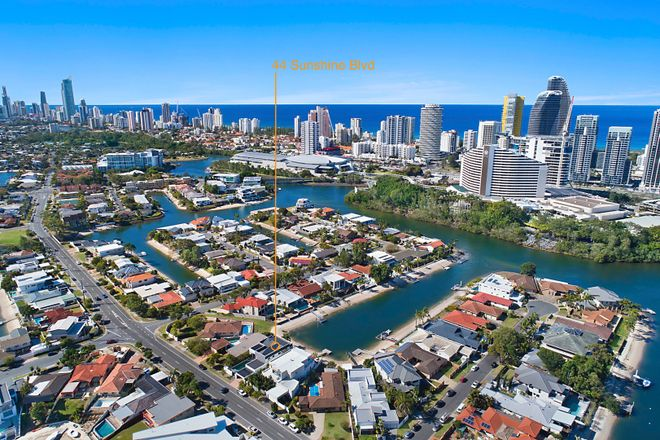 44 Sunshine Boulevard, BROADBEACH WATERS QLD 4218