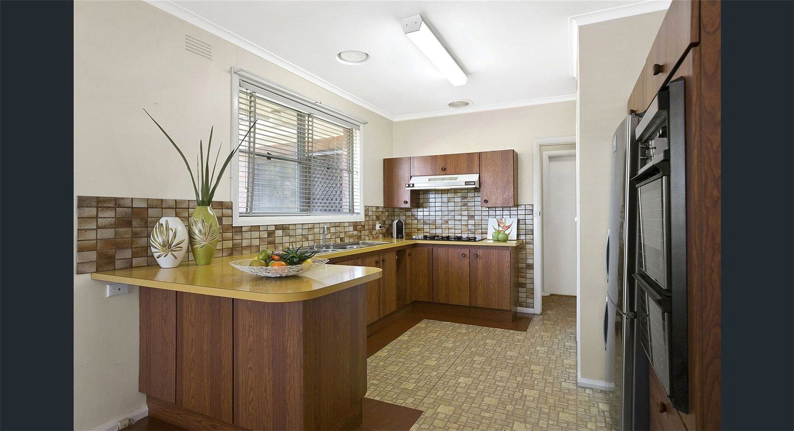54 Hampshire Road, Glen Waverley VIC 3150, Image 2