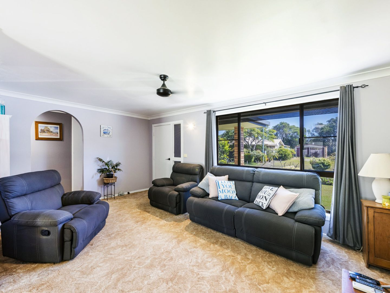 4 Gundaroo Crescent, Iluka NSW 2466, Image 2