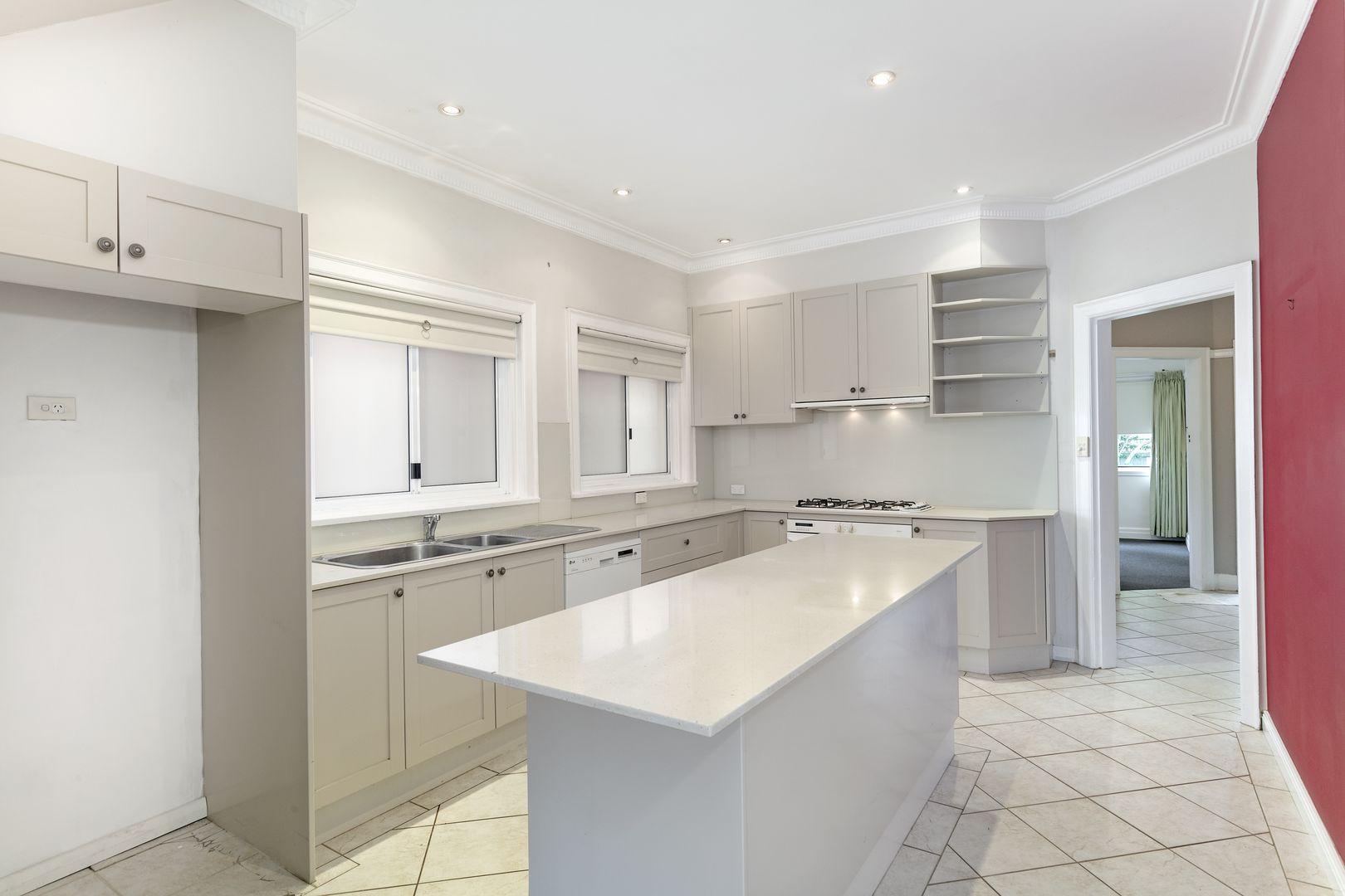 129 Wyndora Avenue, Freshwater NSW 2096, Image 2