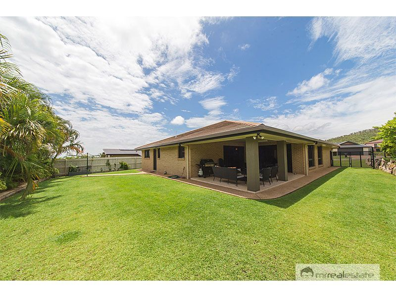 12 Laird Avenue, Norman Gardens QLD 4701, Image 2