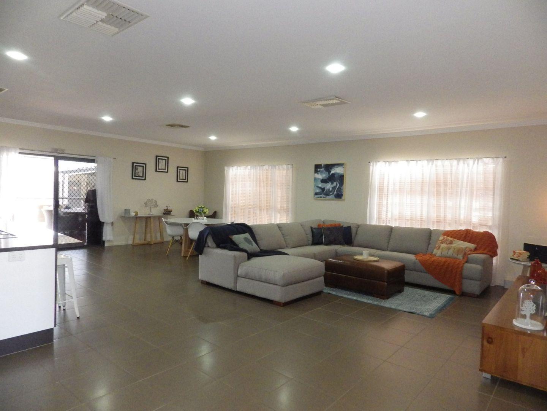 5 Beetson Drive, Roma QLD 4455, Image 2