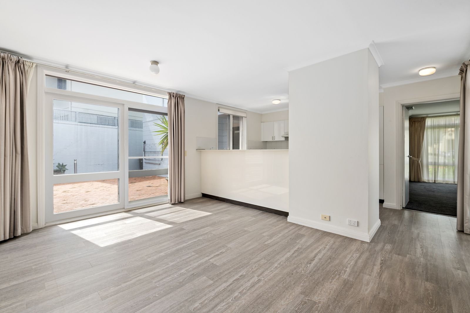 22 The Serpentine, Kensington NSW 2033, Image 2