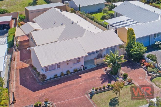 Picture of 74 Mermaid Avenue, EMU POINT WA 6330