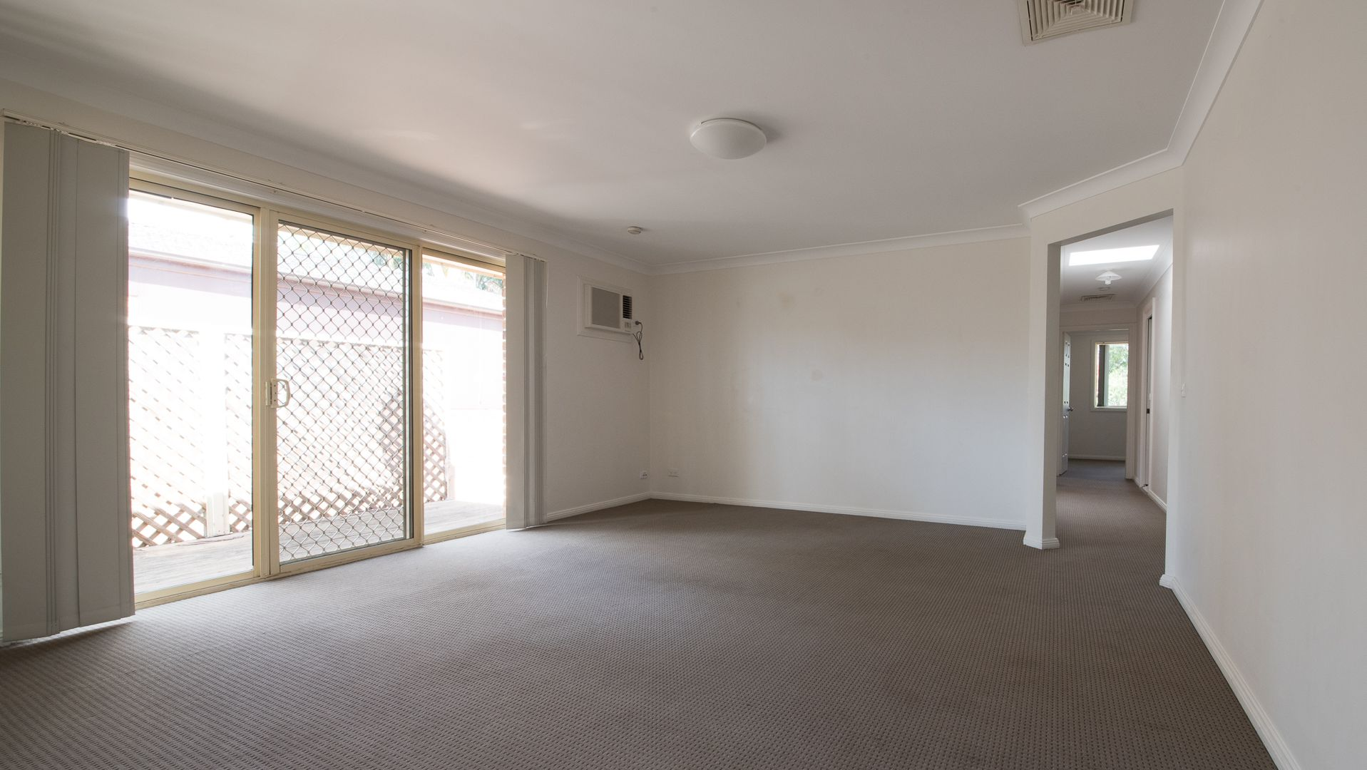61 St George Crescent, Sandy Point NSW 2172, Image 2