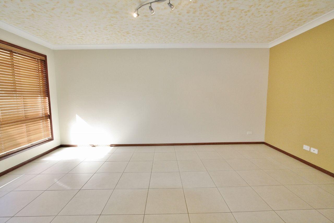 4 Ngumi Court, Eight Mile Plains QLD 4113, Image 2