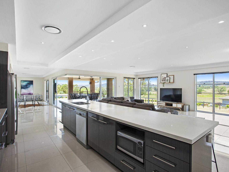 7 Regent Crt, Regency Downs QLD 4341, Image 2