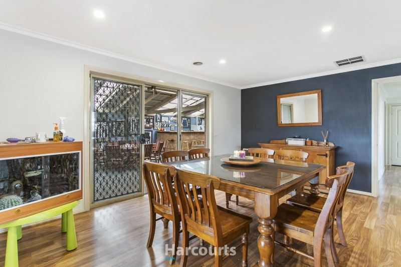 33 Dartmoor Drive, Cranbourne East VIC 3977, Image 2