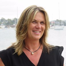 Julie Robinson, Sales representative